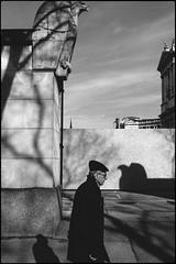 (artigiano) Tags: vienna wien street shadow people blackwhite schwarzweiss geometrie fujineopan1600 vsco a7rii sonya7rm2