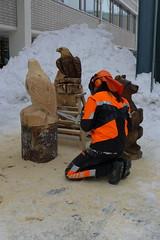 chainsaw sculpting (Mika Lehtinen) Tags: chainsaw ulla optima motorsg jakobstad haglund yrkes yrkesskola bygglinjen