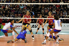 GO4G1414_DxO_R.Varadi (Robi33) Tags: game girl sport ball switzerland championship team women action basel tournament match network volleyball block volley referees viewers