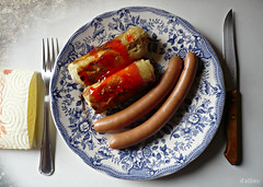 Frugalidad monacal (Franco D´Albao) Tags: stilllife food table lumix comida plate frugal bodegón sausages plato cylinders mesa cutlery springrolls salchichas cubiertos cenital cilindros rollitosdeprimavera dalbao francodalbao