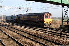 66030 67003 Pass Coppenhall - Crewe (uksean13) Tags: light canon cheshire diesel engine crewe ef28135mmf3556isusm 400d 66030 67003 coppenhall