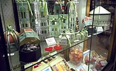 Anglų lietuvių žodynas. Žodis shop-window reiškia n vitrina lietuviškai.