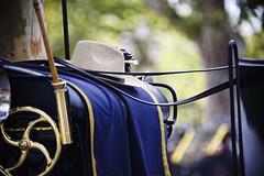 Credevo fosse amore (S. Hemiolia) Tags: blue hat sevilla blu carrozza cappello siviglia calesse