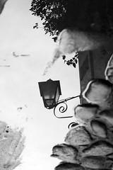 Paraty - RJ (De Santis) Tags: city cidade brazil vacation white black water gua branco brasil riodejaneiro paraty reflex nikon rj centro frias parati preto cho nikkor turismo reflexo histria poa 2880mm histrico d7100 fernandodesantis