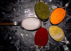 Flor de sabores (Elsa Fdez) Tags: colores cuchara especias
