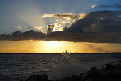 Simultaneous_DSC00028 (Wes Suzawa's iLand Photos) Tags: ocean sea sky sun beach clouds island hawaii paradise waves uvrays manualfocuslens voigtlanderultron35mmf17
