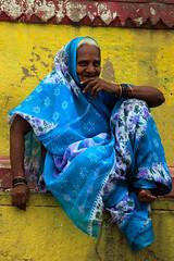 Smirking Lady (De.Ha) Tags: old portrait india smile yellow lady jaune candid bleu varanasi oldlady smirk dame sourire inde benars
