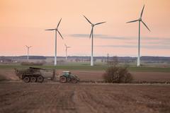 m_3U4A5972_MartenSvensson (Bad-Duck) Tags: traktor mat vr jord ker fendt maskiner kvll flt jordbruk lantbruk rstid livsmedel gdselspridare gdsling fltarbete livsmedelsproduktion flytgdsel omstndigheter