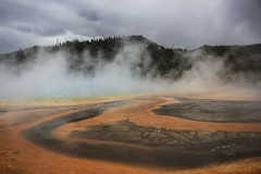 Grand Prismatic Spring (Rana Saltatrice) Tags: usa mountains hot nature water beauty america landscape amazing day view cloudy miracle vista yellowstonenationalpark wyoming geyser bacteria paesaggio scorcio grandprismaticspring statiuniti canon100d rebelsl1 valentinaconte