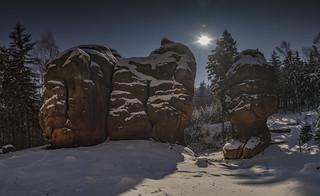 Kelchsteine in einer Vollmondnacht