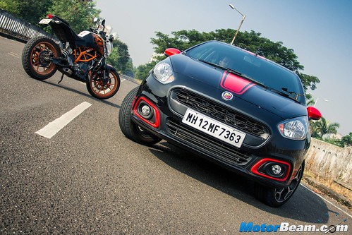 Fiat-Punto-Abarth-vs-KTM-Duke-390-21