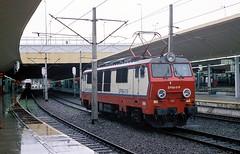 EP09-019  Krakow  18.10.07 (w. + h. brutzer) Tags: analog train nikon poland krakow eisenbahn railway zug trains polen locomotive lokomotive pkp elok eisenbahnen ep09 eloks webru