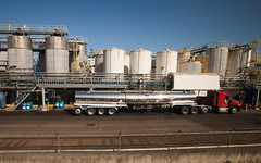 Tanker truck (leehobbi) Tags: oregon train truck canon coast washington industrial amtrak tanker 18wheeler starlight