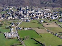 Sauveterre de Rouergue (Franois Magne) Tags: de village place ciel prairie paysage rue extrieur glise vue antenne ulm champ vues aveyron aerienne rouergue sauveterre ariennes pendulaire