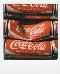 Collapsed cola (Akio Nakai 中飯明央) Tags: red color film polaroid cola instant impossibleproject impossiblefilm