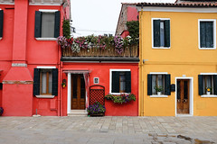 Burano : Rouge et Jaune (http://visiteursdumonde.com) Tags: venice venise venezia burano