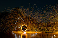 P4200059 (bilderbuilder1) Tags: lightpainting hamburg stadtpark schwingen stahlwolle