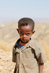 Enfant a Debark - Ethiopie (jmboyer) Tags: eth1297 ©jmboyer lonely gettyimages nationalgeographie tourism lonelyplanet canoneos canon photo travel voyage géo yahoo flickr afriquedelest eastafrica ethiopianwoman imagesgoogle googleimage impressedbeauty nationalgeographic viajes photogéo photoflickr photosgoogleearth photosflickr photosyahoo canonfrance picture photography 7d portrait face visage ethiopie ethiopia afrique africa etiopija googlephotos retrato photos getty images photoyahoo ኢትዮጵያ አፍሪቃ eos äthiopien