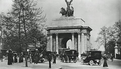 Hyde Park Corner (Leonard Bentley) Tags: uk bus london pedestrians quadriga 1913 wellingtonarch hydeparkcorner 1907 constitutionhill canonrow thevictoryarch beaglespostcards cannonrow theconstitutionarch
