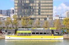 Pniche Sur Seine (Olympe T.) Tags: city urban paris outdoor bnf pniche ville quaideseine