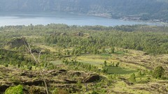 le cairn du Mont Batur  - 01 (Franois le jardinier de Marandon) Tags: bali cairn landart batur rockbalance indonesie francoisarnal