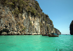 IMG_1180 Koh Phi Phi (suebmtl) Tags: holiday tourism water thailand paradise tropical leisure karst kohphiphi tranquil longtailboat saltwater andamansea tropicalparadise turquoisewater limestonecliffs krabiprovince mustseeplaces