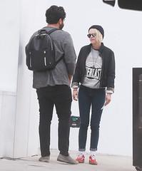 FFN_IMAGE_52039309 FFN_SET_70006171 (robstensimplesmente.amor) Tags: usa sunglasses jeans beverlyhills redshoes blackhat blacktop kristenstewart
