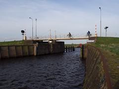 Wetsingersluis (Jeroen Hillenga) Tags: brug groningen fietsen reitdiep wetsingersluis reitdiepdal