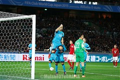 Barcelona vs Guangzhou (Kwmrm93) Tags: sports sport canon football fussball fifa soccer yokohama worldcup futbol celebrate futebol fotball voetbal fodbold calcio deportivo fotboll  deportiva esport fusball  fotbal jalkapallo   nogomet fudbal  luissuarez votebol fodbal   fifaclubworldcupjapan2015