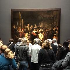 Watching the Night Watch (jd1001) Tags: amsterdam holland december 2015 rijksmuseum museum gallery display atthemuseum