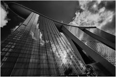 Marina Bay Sands (Thunderbird61) Tags: blackandwhite bw monochrome architecture skyscraper zwartwit nb bin architektur sw singapur hochhaus zw negroyblanco schwarzweis bzw marinabaysandshotel neroetblanco