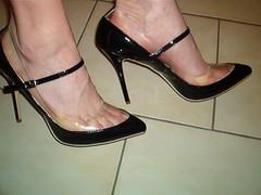 IM007117 (grandmacaon) Tags: highheels escarpins hautstalons lowcutshoes toescleavage