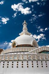 Shanti Stupa (hakbak) Tags: india canon asien stupa himalaya leh indien canoneos300d ladakh littletibet shantistupa