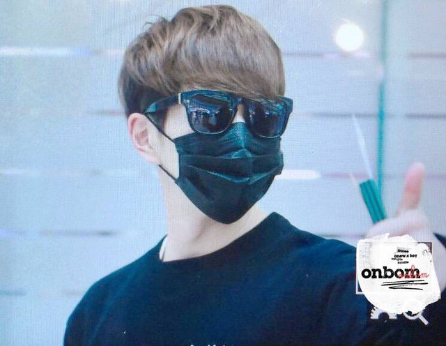 160328 Onew @ Aeropuerto de Incheon {Rumbo a China} 25478126603_9caa0457e1_z