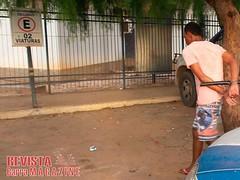 Lus Eduardo Magalhes: Pedreiro  preso aps estuprar mulher e sobrinha de 13 anos (revistabarramagazine) Tags: policia irec lem preso pedreiro estupro filmou policiacivil luiseduardomagalhes edigronnunesdearajo estuprarmulher leonardodealmeidamendes meninade13anos