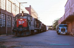 SP 7855 Shreveport LA  04-05-1981 (jackdk) Tags: street railroad white train railway sp locomotive ge shreveport southernpacific b30 b307 gelocomotive standardcab gyrolite marslight streettrackage whiteroadcommander