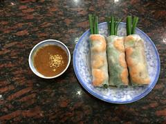 """Ho Chi Minh Ville: des rouleaux de printemps aux crevettes. <a style=""""margin-left:10px; font-size:0.8em;"""" href=""""http://www.flickr.com/photos/127723101@N04/24271265919/"""" target=""""_blank"""">@flickr</a>"""