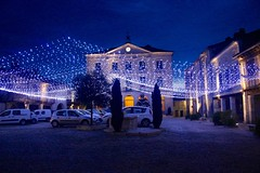 lights of christmas (assis sur le rebord du monde...) Tags: world christmas travel famille france architecture canon lights lumiere backpacker nuit bâtiment mairie sud occitanie noêl 650d