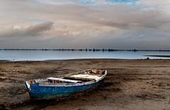 Punta de la Banya (Gatodidi) Tags: sunset espaa azul landscape faro atardecer mar spain agua nikon sunsets playa paisaje arena cielo nubes punta catalunya catalua rocas tarragona dunas deltebre banya deltadelebre d90 fangar paisatje bassadelaalfacada