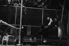 Street Sepak Takraw (Dariusz Woniak) Tags: street blackandwhite net canon thailand eos football soccer volleyball takraw sepak 60d canoneos60d