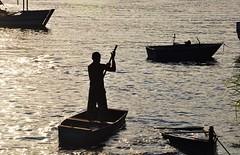 """não fique """"triste"""", Marcelo. havia outros barcos!!!!! rs! (Ruby Ferreira ®) Tags: sunset contraluz boats fisherman barcos silhouettes pôrdosol ripples pescador silhuetas"""