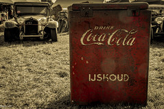 Drink Ice-cold! (ericbaygon) Tags: red car vintage advertising rouge fridge nikon drink coke voiture american oldtimer soda cocacola publicit frigo stp boissons icecold ijskoud amricaine d300s