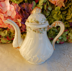 Antique Haviland Limoges Porcelain Coffee ~ Chocolate Pot ~ Morning Glory ~ Gold (Donna's Collectables) Tags: morning coffee gold antique chocolate glory pot porcelain ~ limoges haviland