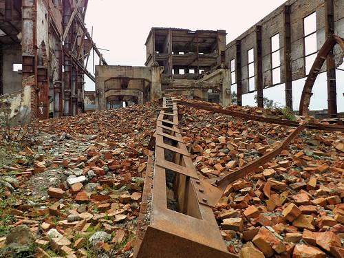 Le bâtiment principal en ruines