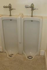 DSC_0336.JPG (CIAphotos) Tags: usa bathroom aberdeen restroom wa urinal urinals masonictemple mensroom hoquiam aberdeenwa standupurinal