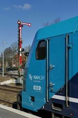 P2210408 (Lumixfan68) Tags: eisenbahn nob bombardier traxx multiengine niebüll nordostseebahn marschbahn paribus hauptsignal dieselloks nahsh mehrmotorloks
