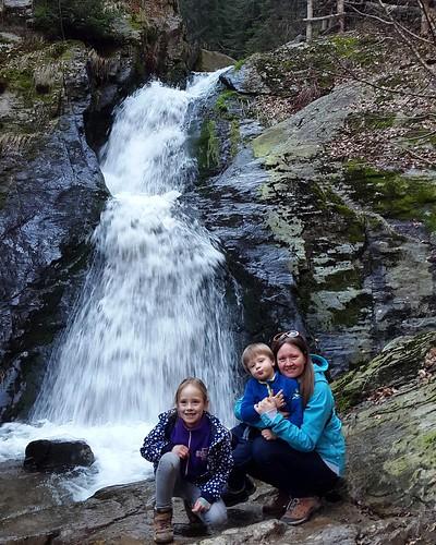 Po komerčním Sovinci-blebanci pěkná příroda u vodopádů #Jeseterníky #jeseniky #Mína #Benny a @trikopecky