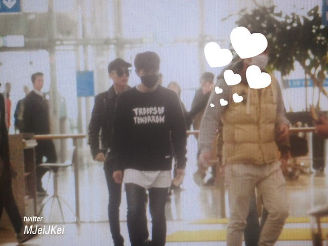 160328 Onew @ Aeropuerto de Incheon {Rumbo a China} 26080715145_4074e563d4_z