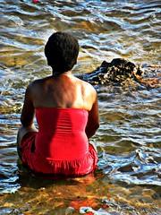 A espera (Viviane Cerqueira) Tags: gua mar pessoa gente mulher negro vermelho salvador cultura religio f yemanj iemanja