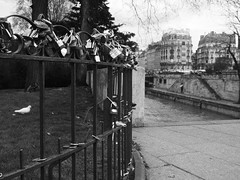 Paris08042016-3 (ninonseguin) Tags: cadenas